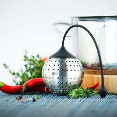AdHoc Spice Bomb Spice Infuser enables easy seasoning of sauces, stews, casseroles and soups without the annoying business of picking spices out of the finished dish. Design Shop, Kitchen Tools, Kitchen Gadgets, Design3000, Kitchen Necessities, Home Board, Spices And Herbs, Holiday Wishes, Gadgets And Gizmos