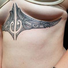 Tribal Neck Tattoos, Maori Tattoo Arm, Maori Tattoo Designs, Sternum Tattoo, Polynesian Tattoos Women, Hip Tattoos Women, Best 3d Tattoos, Body Art Tattoos, Tatoos