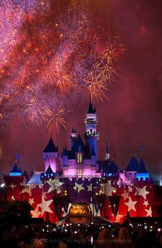 Another shot from 4th of July.....USA: California: Orange County: Anaheim: Disneyland: Fireworks zoom and boom over Sleeping Beauty's Castle on the 4th of July - © Sean Arbabi | seanarbabi.com