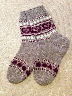 Crochet Socks, Knitted Slippers, Knitting Socks, Knitted Hats, Knit Crochet, Fair Isle Knitting Patterns, Knitting Charts, Warm Socks, Cool Socks