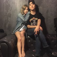 Check out SNSD Taeyeon's pictures with Dean, her manager, and friends ~ Wonderful Generation