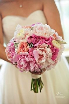 10 Romantic Peony Bridal Bouquets - http://www.surfandsunshine.com/peony-bridal-bouquets/