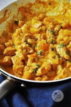 Smaczne. Naprawdę. Proste i lubiane przez wielu z nas. Do łączenia kurczaka, ananasa i curry nie trzeba nikogo przekonywać. To po prostu do ... Indian Food Recipes, Healthy Dinner Recipes, Ethnic Recipes, Clean Eating, Healthy Eating, Best Appetizers, Casserole Recipes, Curry, Food Porn