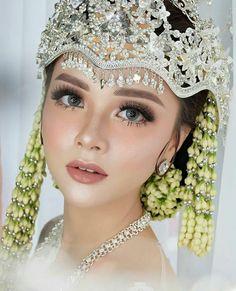Makeup Wedding Indonesia Make Up Ideas # wedding makeup indonesia Makeup Wedding Indonesia Make Up Ideas Wedding Proposals, Wedding Poses, Wedding Bride, Dream Wedding, Blue Wedding, Wedding Hair, Javanese Wedding, Indonesian Wedding, Makeup Hijab