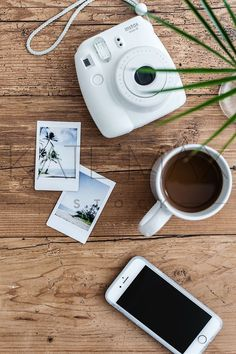 Camera Polaroid - Photography Tips You Can Depend On Today Lifestyle Fotografie, Lifestyle Photography, Photography Tips, Product Photography, Flat Lay Photography Instagram, Photography Office, Modern Photography, Editorial Photography, Street Photography