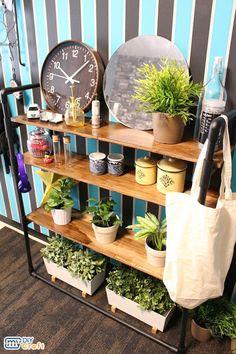 塩ビパイプを使って、オリジナルの棚をDIY! ヴィンテージ塗装を施した板を使用することで、ナチュラルかつ男前なインテリアになりました。  Let's DIY your original shelf with PVC pipes! It became natural and cool interior by using the board painted in vintage style.