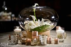 While I'm really not a fan of calla lilies, I think this centerpiece is really pretty looking.