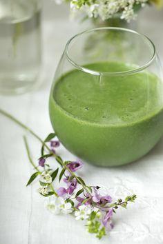 OMG! Green Vanilla Almond Shake