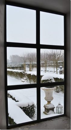 Beautiful garden view from window, Belgian Pearls, Greet's home Balcony Window, Window View, Belgian Pearls, English Country Cottages, Covered Garden, Ivy House, Through The Window, Garden Pool, Winter Time