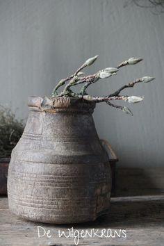 oud houten nepalees potje landelijk stoer sober Flower Vases, Flowers, Sober, Decor, Decoration, Vase, Decorating, Royal Icing Flowers, Flower