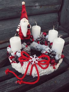 Christmas candle lights are well-liked Christmas decorations for several years. Christmas Advent Wreath, Christmas Candle Decorations, Advent Candles, Christmas Candles, Winter Christmas, Advent Wreaths, Table Decorations, Nordic Christmas, Reindeer Christmas