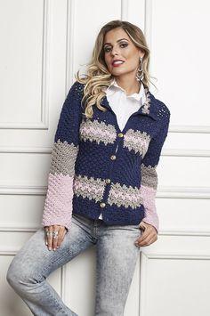 Nossa terceira sugestão de hoje para o inverno é esse lindo casaco de lã, produzido com Mollet. O fio, que possui grande variedade de co...
