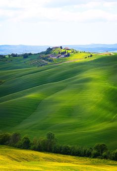 Beautiful scenery between Siena and Asciano in Tuscany italy photo Kevin Amanda Beautiful World, Beautiful Places, Beautiful Scenery, Places To Travel, Places To See, Places Around The World, Around The Worlds, Emilia Romagna, All Nature