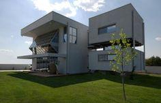 Christina Zerva Architects designed this modern passive solar house design in Nikaia, Greece. Its geometric form, open concept layout and glass walls Home Modern, Modern House Plans, Modern House Design, Contemporary Homes, Diy Design, Decoration Design, Design Ideas, Interior Design, Limassol