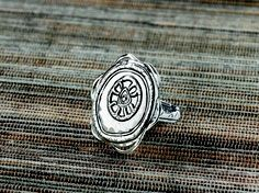 ring https://mysilpada.com/sites/linda.lauer/public/content/jewelry/index.js