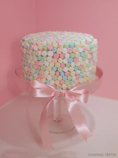 These candy-covered wedding cakes are adorned with sweet treats such as chocolate, jellies gumballs, lollipops and more. Unique Birthday Cakes, Pink Birthday Cakes, Birthday Ideas, Drumstick Cake, Chocolate Explosion Cake, Cake Chocolate, Blue Drip Cake, Torta Candy, Ireland