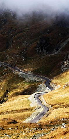 Transalpina, The King's road - a hidden gem in Carpathian Mountains Romania. Beautiful Roads, Beautiful Places, Places To Travel, Places To See, Places Around The World, Around The Worlds, Dangerous Roads, Image Nature, Carpathian Mountains