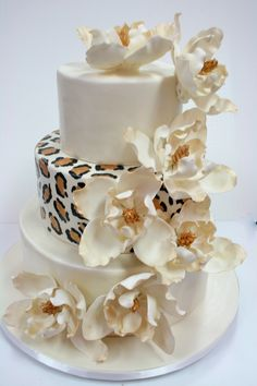 Hand-Painted Leopard Print and Sugar Magnolias Wedding Cake by Sweet Grace, Cake Designs Leopard Print Wedding, Animal Print Wedding, Cupcakes, Cupcake Cakes, Gorgeous Cakes, Amazing Cakes, Torta Animal Print, Leopard Cake, Leopard Print Cakes