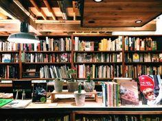 松陰神社通り商店街の古書店「nostos books」、街の本屋さん目指し1周年 - 三軒茶屋経済新聞
