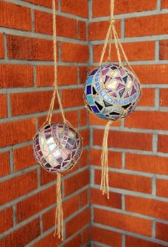 mosaic balls (note to self use fish bowls turn on side mosaic bird feeders)