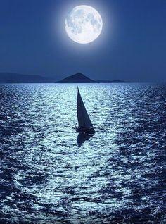 Estoy navegando junto a mi nuevo horizonte. Llenando  mis días y mis noches con delicadeza, y adorable ternura.