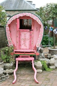A gypsy wagon provides the perfect spot for little gypsies to gather. (via parishotelboutique.blogspot.com)
