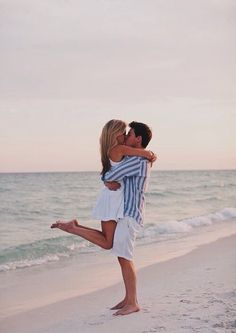Must recreate outfit - couple couple beach pictures, beach engagement pho. Couple Photography, Engagement Photography, Photography Poses, Wedding Photography, Honeymoon Photography, Couple Posing, Couple Shoot, Fotos Strand, Couple Beach Pictures