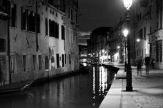 Marina Magro: Italia - Venezia by night b&w (a mano libera)