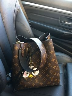 2018 New LV Collection For Louis Vuitton Handbags M…: The Louis Vuitton label was founded by Vuitton in 1854 on Rue Neuve des Capucines in Paris, France. Louis Vuitton had observed that the HJ Cave Osilite trunk could be easily stacked. In Vuitton i. Vintage Louis Vuitton, Sac Louis Vuitton Noe, Louis Vuitton Handbags Crossbody, Louis Vuitton Taschen, Louis Vuitton Neverfull Mm, Vuitton Bag, Handbags Michael Kors, Purses And Handbags, Louis Vuitton Monogram