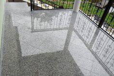 Leštená žulová dlažba s diagonálnym kladením Showroom, Tile Floor, Flooring, Tile, Tile Flooring, Wood Flooring, Fashion Showroom, Floor