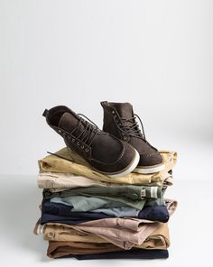 The chino has long been a must-have staple for every man's casual wardrobe – but what goes into its design? Country road menswear designer Tom shares how he crafts the perfect modern chino at http://www.countryroad.com.au/livewithus/cr-insider-behind-the-chino.html