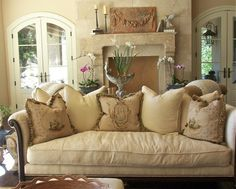 Create the look of a country French manor home in your living room. Get inspired by these country French living room designs. This look weaves together the pastoral and the sophisticated, the rustic and the elegant by playing up the… Continue Reading → French Country Living Room, French Country Cottage, French Country Style, Country Décor, Country Farmhouse, Country Sofas, Farmhouse Decor, Rustic French, English Living Rooms