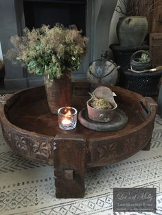 Antieke houten Chakki/Grinder tafel #4 Indian Room Decor, Ethnic Home Decor, Natural Home Decor, Bohemian Decor, Luxury Homes Interior, Shop Interior Design, Indian Coffee Table, Coffee Table With Stools, Rustic Contemporary