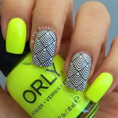 Lovely sunshine in London the last few days so nails to celebrate! @orlynails glow stick and @bundlemonster xl-03 plate stamping.