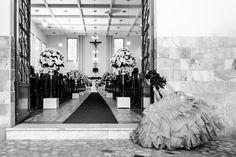 acesse www.fotografe.art.br fotógrafos de casamento. Siga nosso instagram Maria Eduarda vendo o papai e a mamãe casando. Minutos antes de entrar com as alianças. Imagem linda que eu adoro!