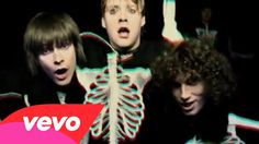 Kaiser Chiefs - Everyday I Love You Less and Less   Highly amusing.