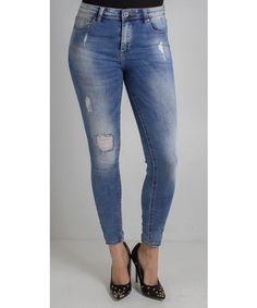 Jeans skinny effetto consumato dalla vestibilità slim.