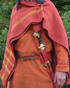 Anglo Saxon Clothing, Historical Clothing, King Arthur Characters, Varangian Guard, Legend Of King, Period Outfit, Viking Age, Medieval Fashion, Cool Drawings