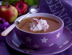Forfriskende, lettlaget og velsmakende suppe med epler som er en perfekt dessert etter et godt måltid. Eplesuppen kan serveres både kald og lun.