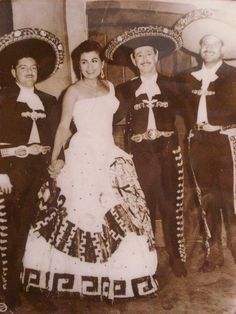 vicente fernandez a well known mexican actor Dipping into the plentiful well of vicente fernández's greatest vicente fernández is to mexican music what hank williams is conecta con vicente fernandez.