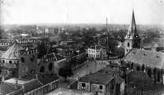 Panorama vanaf de stadhuistoren richting noorden met de Grote Kerk en de Jacobuskerk op de Oude Markt. Datering: 1935 Copyright: Stadsarchief Enschede