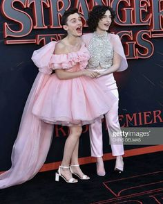 Memes 😂: Noah y Finn vestidos como Sadie y Millie Stranger Things Actors, Stranger Things Have Happened, Stranger Things Aesthetic, Stranger Things Funny, Stranger Things Netflix, Stranger Things Season 3, Stranger Things Tattoo, Look Star, Stranger Danger