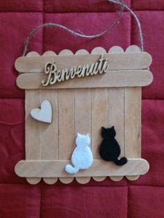 cats on lollipop stick fence Valentines Ideas Diy Home Crafts, Wood Crafts, Easy Crafts, Crafts For Kids, Paper Crafts, Diy Popsicle Stick Crafts, Popsicle Stick Houses, Lollipop Sticks, Christmas Crafts