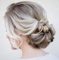 low bun wedding hairstyles - bridal chignon with haircomb Fancy Hairstyles, Bride Hairstyles, Hairstyle Ideas, Hairstyle Wedding, Beautiful Hairstyles, Bridesmaid Hairstyles, Fall Wedding Hairstyles, Feathered Hairstyles, Chignons Glamour