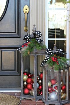 32 Amazing Farmhouse Christmas Porch Decor And Design Ideas. If you are looking for Farmhouse Christmas Porch Decor And Design Ideas, You come to the right place. Below are the Farmhouse Christmas Po. Christmas Decorations For The Home, Christmas Porch, Farmhouse Christmas Decor, Christmas Images, Christmas Wreaths, Christmas Crafts, Christmas Ornaments, Christmas Lanterns, Porch Xmas Decorations