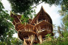 Sharma Springs Villa : une incroyable maison en bambou : http://www.efficycle.fr/sharma-springs-villa-une-incroyable-maison-en-bambou/