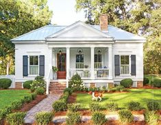 How sweet is this cottage? I would live most of my life on this wonderful front porch! This 800 square foot cottage is located right outside of Tallahassee, Florida. It was designed by architect… cottage garden Southern Cottage by Brandon Ingram Small Cottage Homes, Small Cottages, Beach Cottages, Cottage Style Houses, Southern Cottage Homes, Southern Living House Plans, Cabins And Cottages, Style At Home, Style Blog