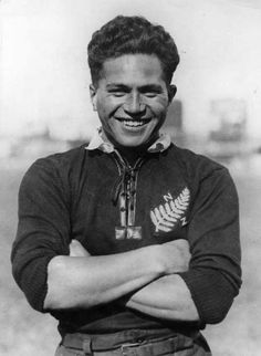 Rugby History: Death of George Nepia June - George Nepia was a Māori rugby union and rugby league player. He is remembered as an exceptional full-back and one of the most famous Māori rugby. All Blacks Shirt, All Blacks Rugby Team, Nz All Blacks, Rugby League, Rugby Players, Rugby 7's, International Rugby, New Zealand Rugby, Super Rugby