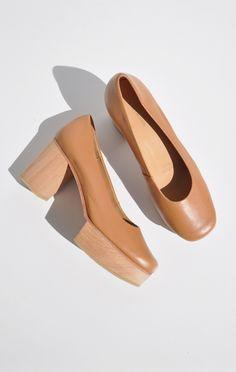 tan leather a détacher morris clog Clogs Shoes, Sock Shoes, Dream Shoes, New Shoes, Pretty Shoes, Designer Shoes, Me Too Shoes, Footwear, Heels