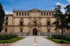 Fachada de la Universidad de Alcalá de Henares, España (estilo plateresco purista)